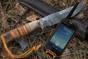 rugged smartphone runbo and knife